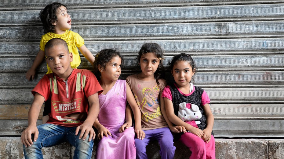 Refugees living in an abandoned factory near Saida, Lebanon; Foto: CC BY-SA 2.0 by Anthony Gale (https://flic.kr/p/AEP6DT)